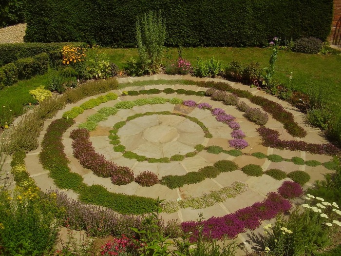 Simple backyard flower gardens - Gardendrum Bfeistel 4 The Thyme Labyrinth In The Herb