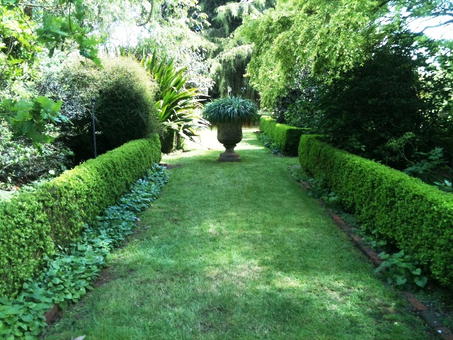 external image Formal-hedged-garden.jpg