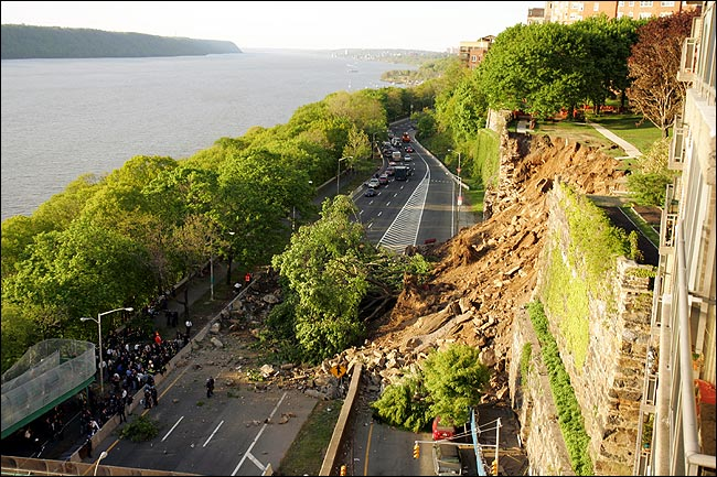 manhattan wall collapse