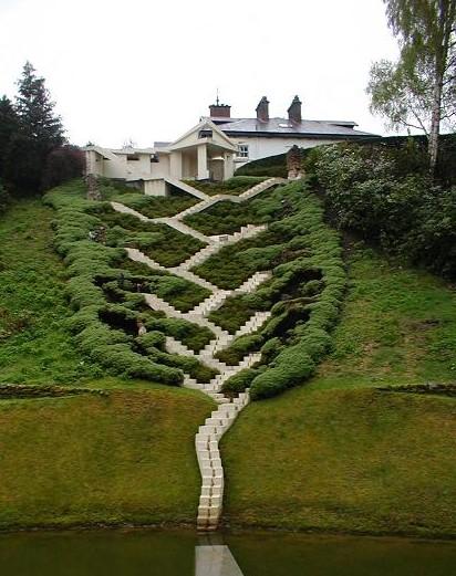 Zig-zag terrace (photo by Flexdream)