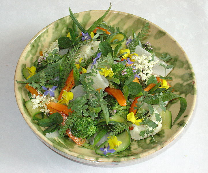 Flower salad. Photo Yelkrokoyade