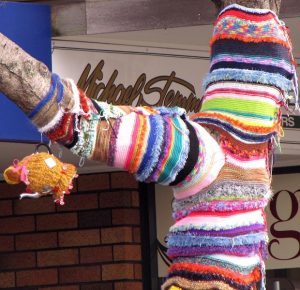Yarn bombing in Tauranga3