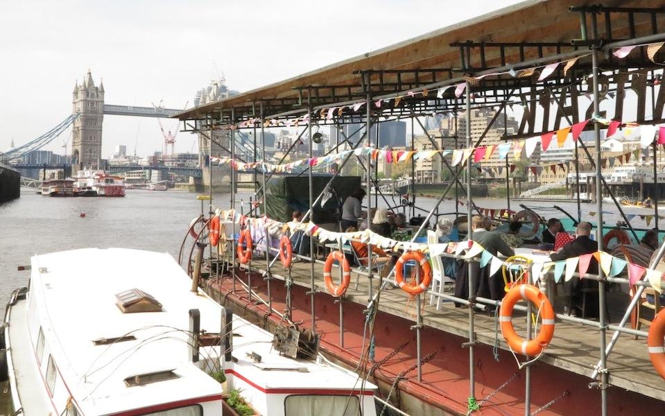 London Barge Gardens01