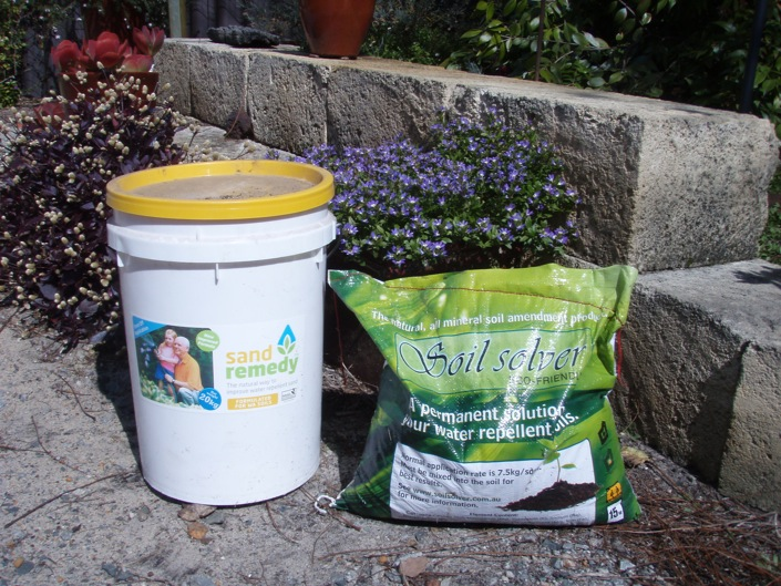 20kg tub of Sand Remedy & 15kg bag Soil Solver
