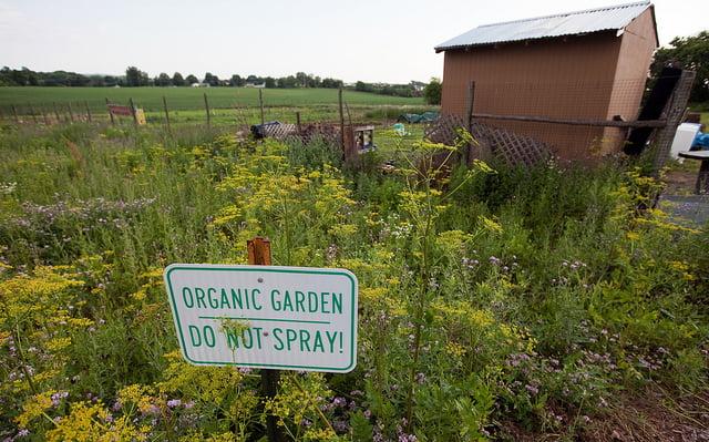 organic garden sign