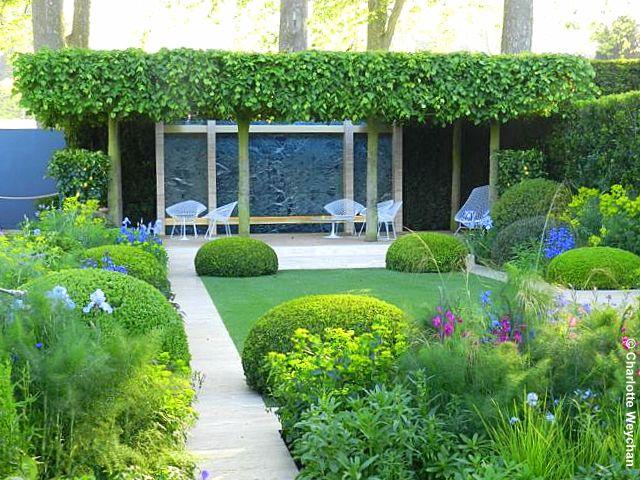 Chelsea 2014 The Telegraph Garden designed by Tommaso del Buono and Paul Gazerwitz