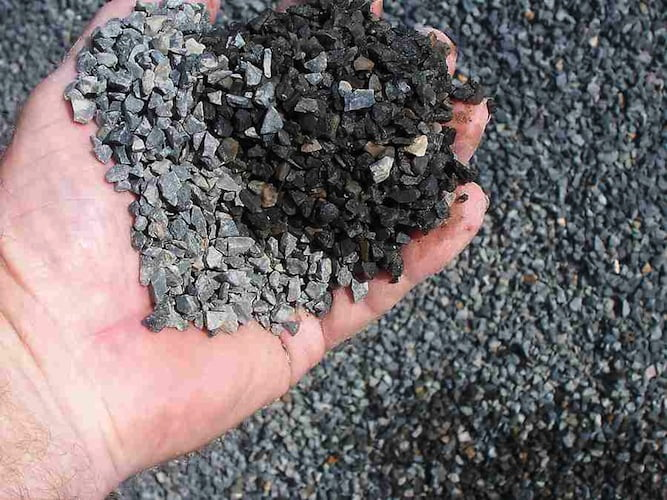 10mm aggregate, or blue metal'. Photo by Billbeee