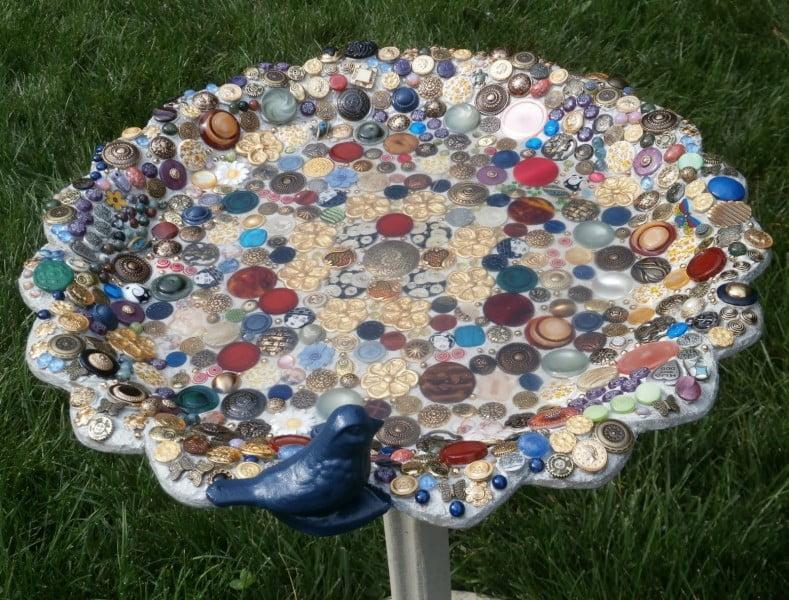 button mosaic on birdbath3