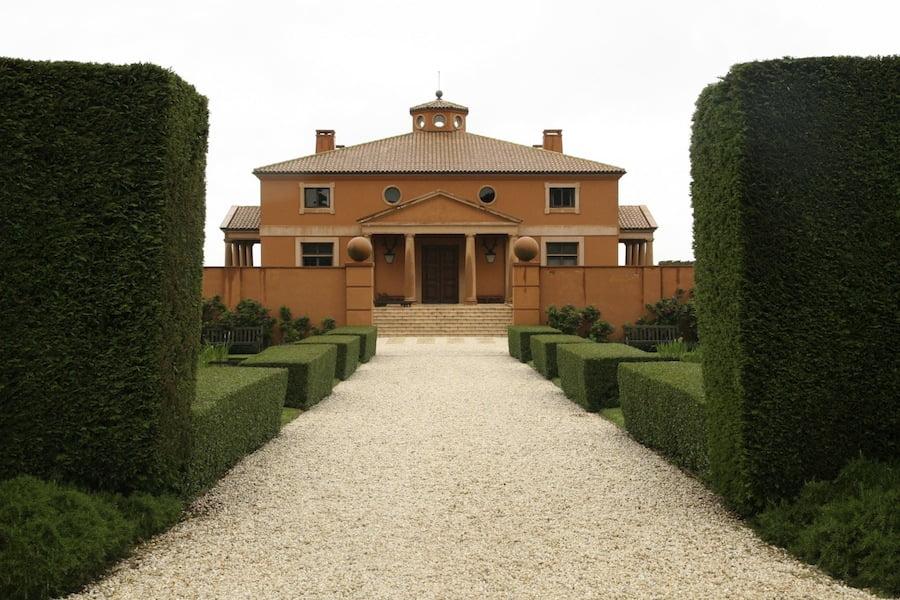 A grand entrance for a grand home. Design Paul Bangay