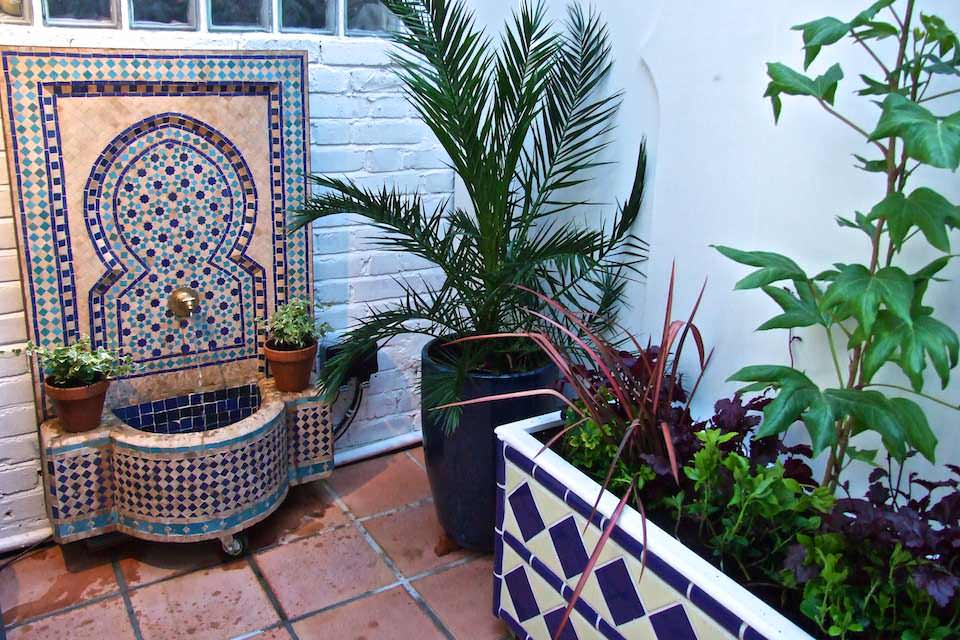 West Hamstead courtyard tiled planter and Moroccan fountain. Design Chris O'Donoghue