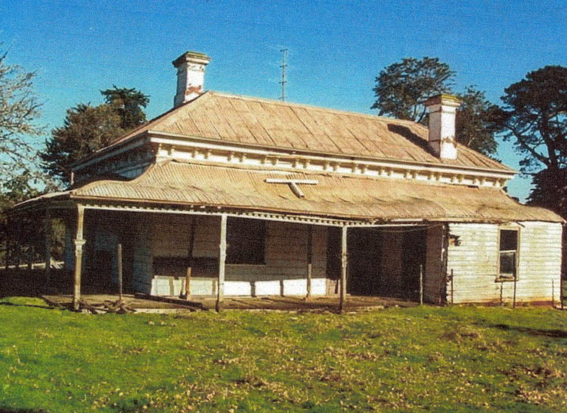By 2002 the owners of 'Cluanie' had dispersed to other properties or occupations and the homestead stood in ruins. Sheep grazed right up to the house and the once charming garden was reduced to a few surviving shrubs and trees. Image courtesy original family members