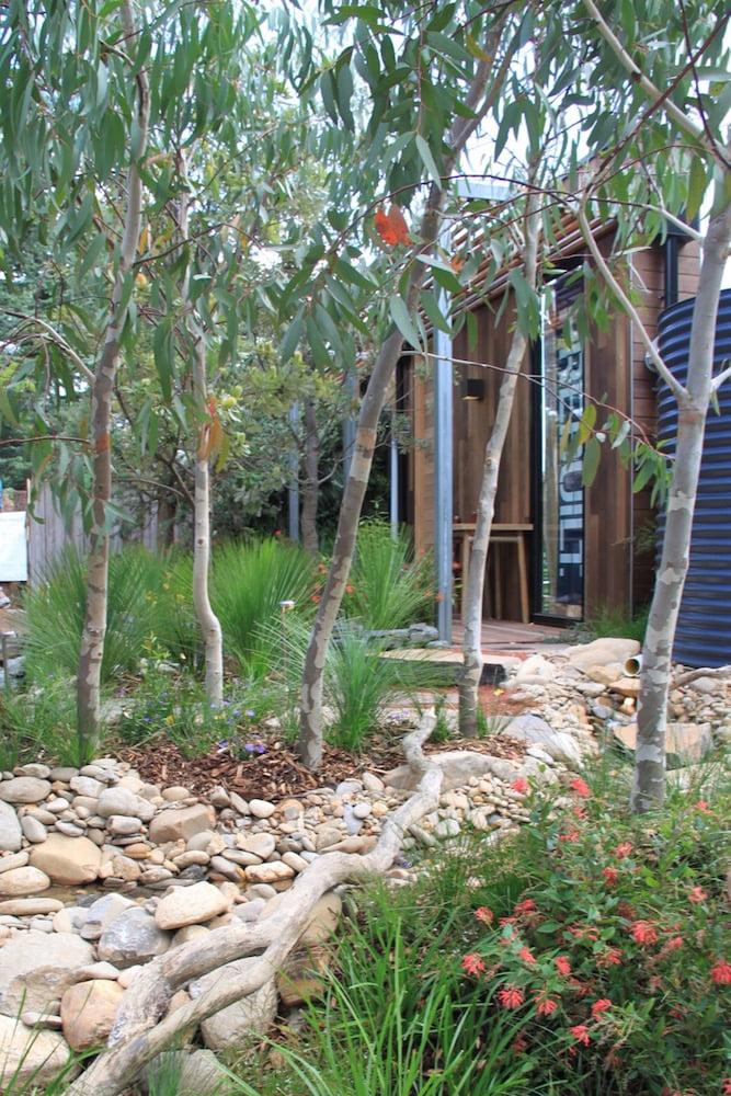 Phillip Johnson's 'Equilibrium' garden: MIFGS 2012. Photo: Janna Schreier