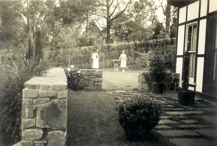 Mawarra side garden in the 1930s: Photo courtesy John Champion