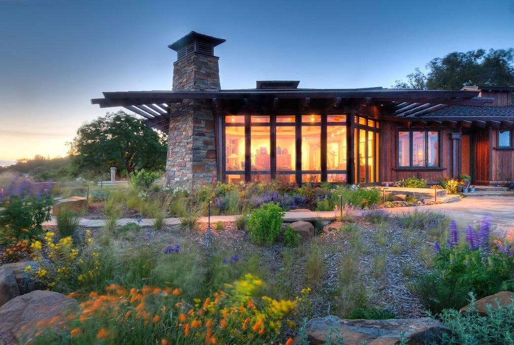 The notched house design leaves plenty of planting areas Reclamation of Native Oak Ridge, Design David Thorne LA, Oakland CA