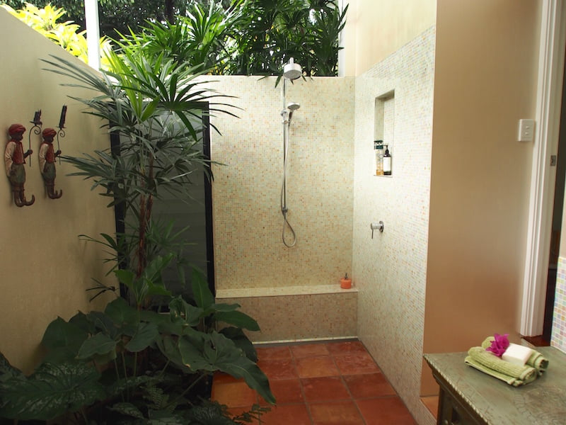 Tabu B&B indoor-outdoor bathroom