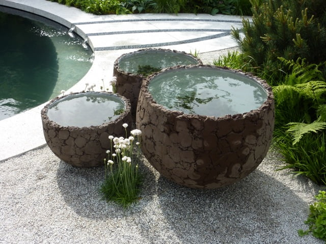 Water bowls ©Stephanie Donaldson