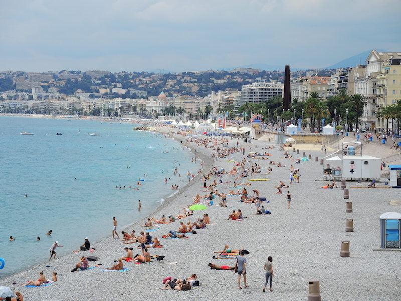 Oppressively hot beach in Nice