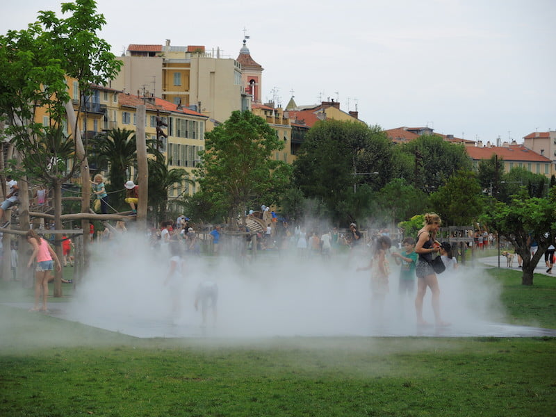 In the mist garden, every age and ability has fun.. Promenade du Paillon, Nice