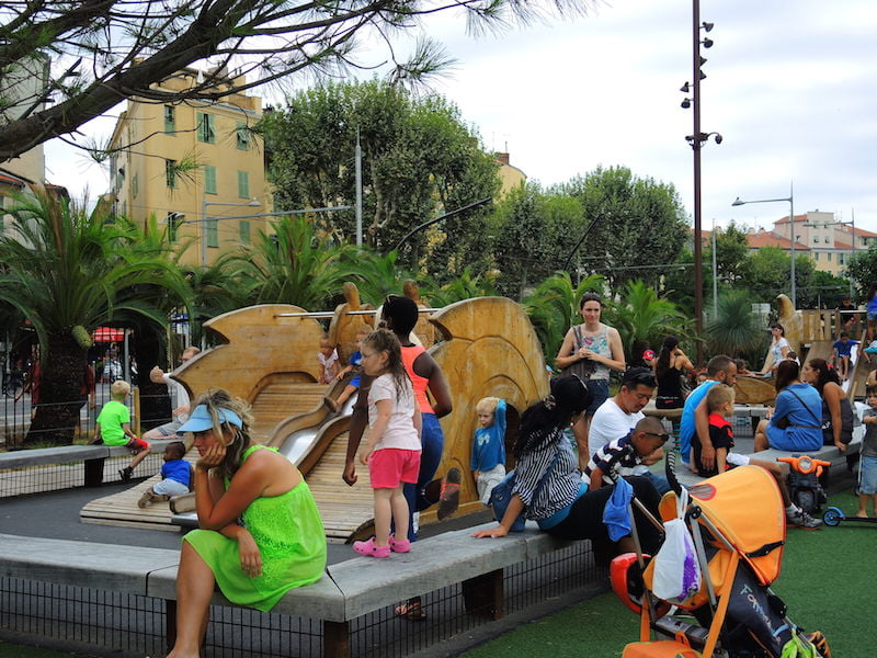 Clever enclosure of young children's play area. Promenade du Paillon, Nice