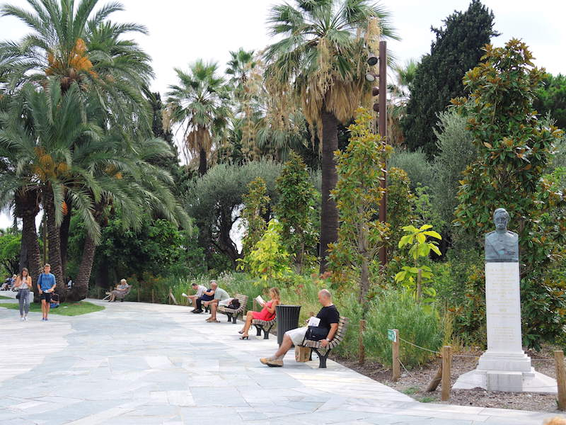 A quieter ambience at the western end. Promenade du Paillon, Nice