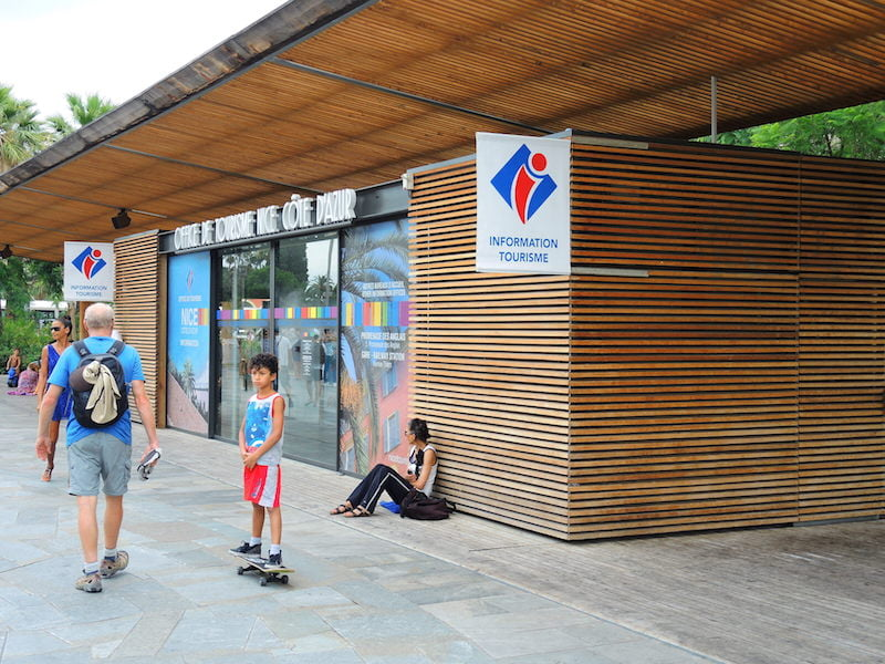 Small, timber-clad tourist office. Promenade du Paillon, Nice