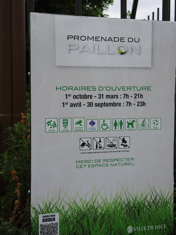 Sensible rules in Promenade du Paillon, Nice