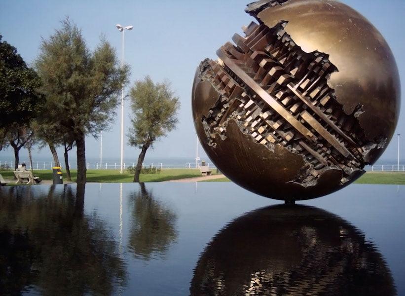 sculptor arnaldo pomodoro in pisa gardendrum