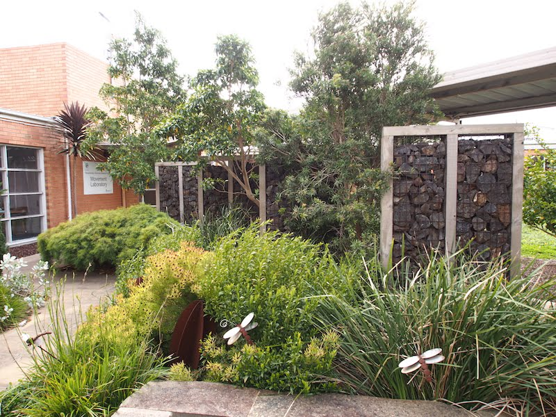 Gabion wall screens give the garden privacy