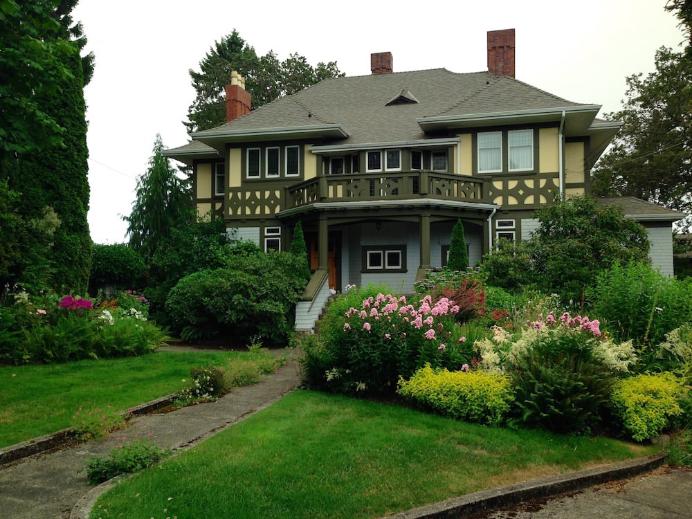 We saw so many beautifully kept gardens, just walking around on our trip to Canada. Photo: Janna Schreier