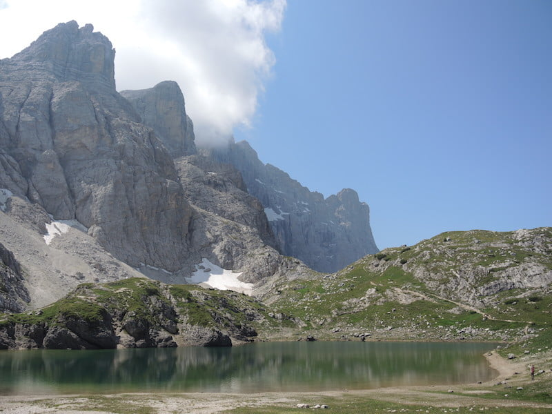 Lake Coldai in the Dolomites – a perfect lunch spot