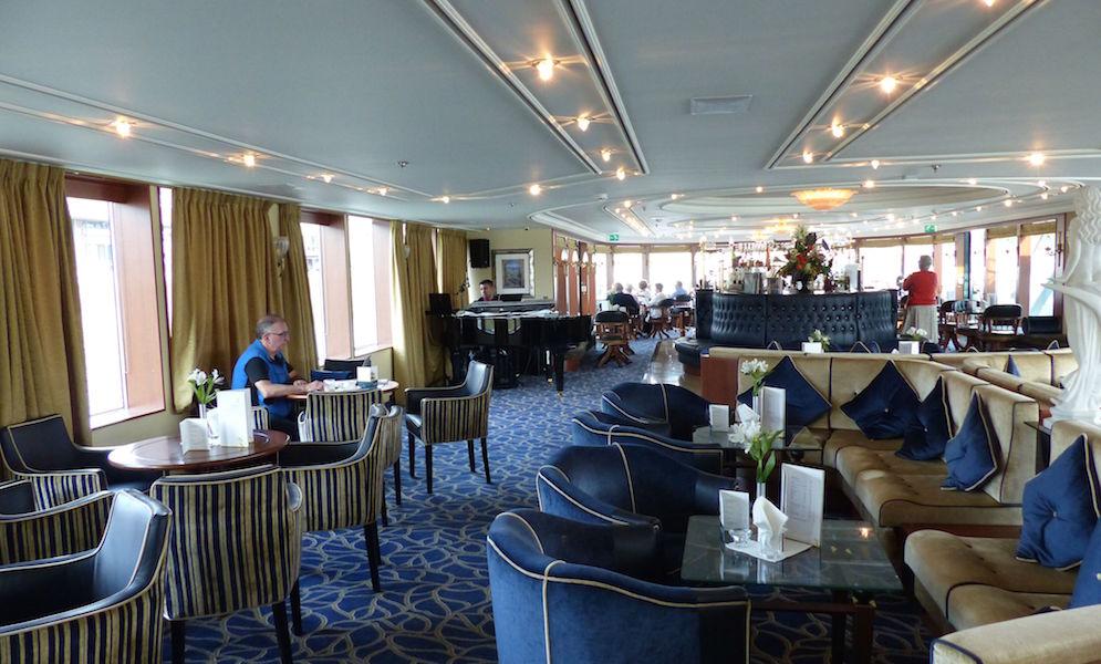 Lounge bar, cruising the Seine River