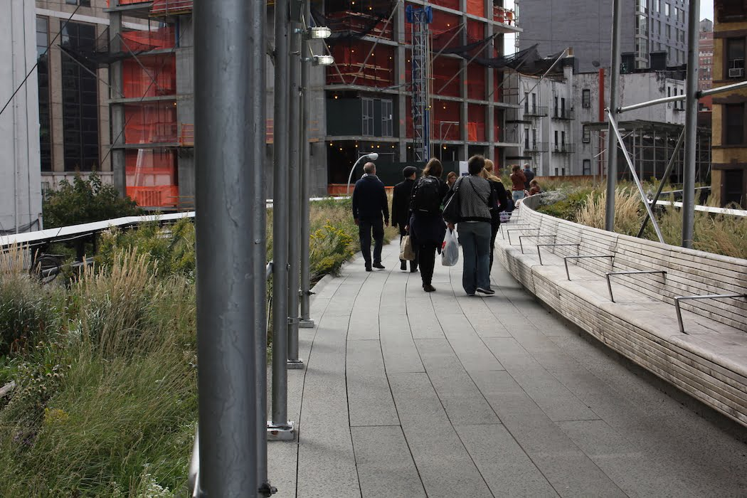 Hemmed in by scaffolding: new properties will take advantage of the view along the High Line, NYC