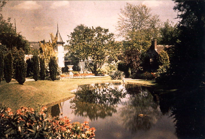 La Villa des Iris c1932 showing the lake and garden