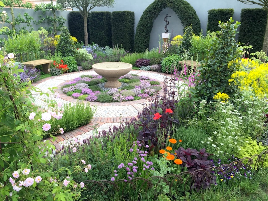 The St John's Hospice – A Modern Apothecary designed by Jekka McVicar awarded a silver-gilt medal. Chelsea Flower Show 2016
