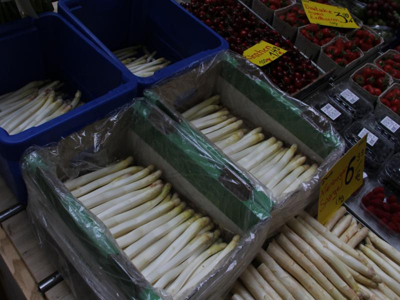 White asparagus at the supermarket