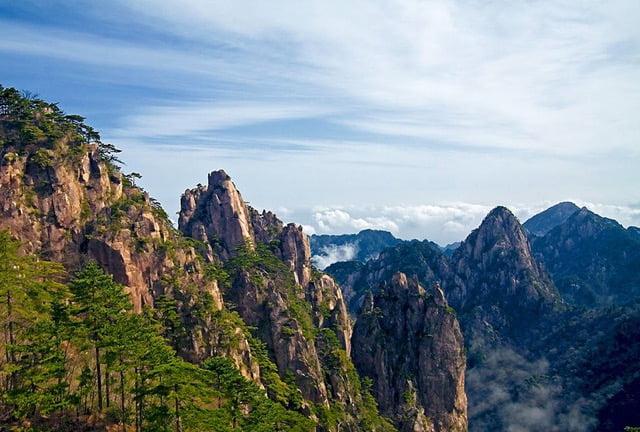 Yellow Mountains, Huangshan. photo Chi-King WikimediaCC