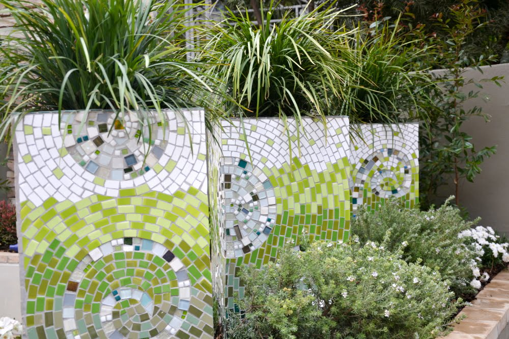 Mosaic planters in 'Easy Living'. Design Pieter Goussard, Garden World 2016