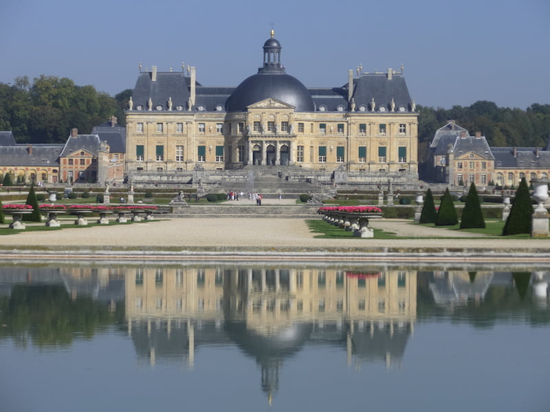 Vaux le Vicomte reflection in the basin