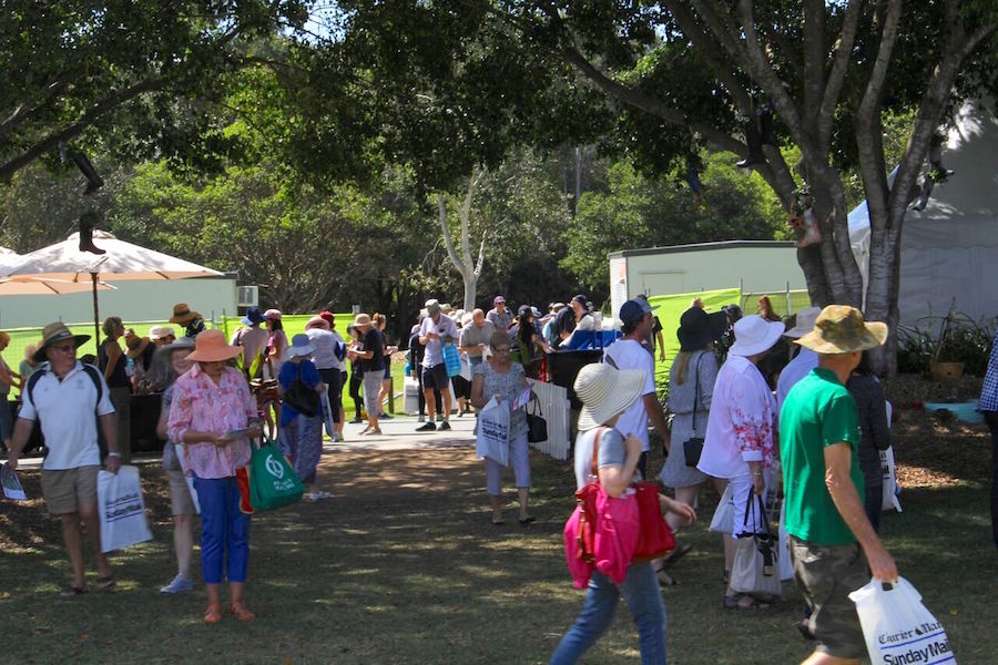 crowds-at-the-brisbane-international-garden-show