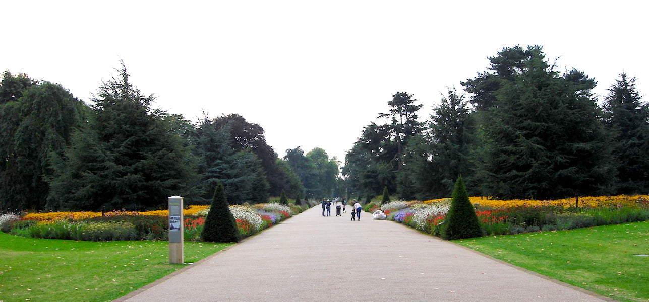 Great Broad Walk Border, Royal Botanic Garden Kew UK