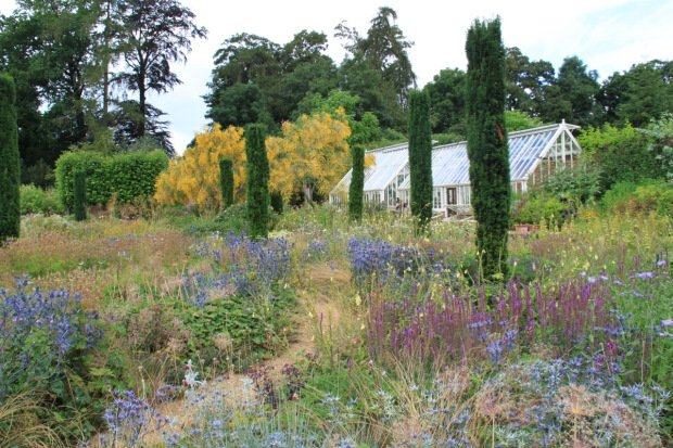 Upper terrace at Broughton Grange. Design Tom Stuart-Smith, Photo courtesy Janna Schreier
